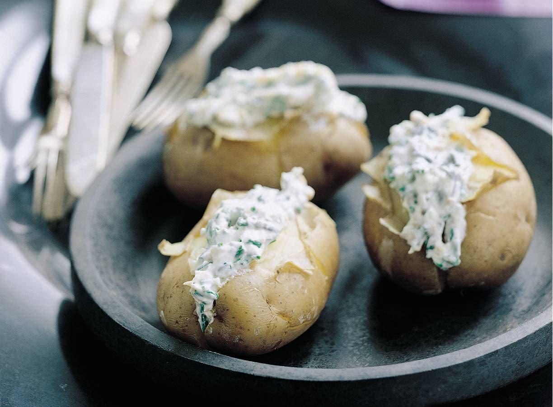 Gepofte aardappels met kwark