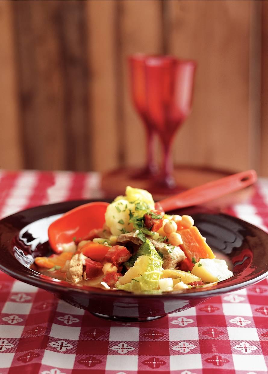 Castiliaanse stoofpot van vlees en groenten
