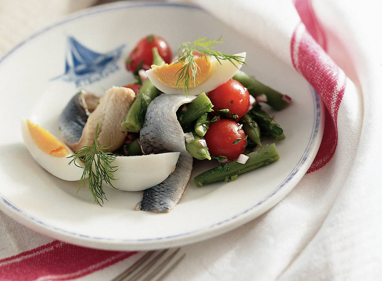 Haringsalade met sperziebonen en een gekookt eitje