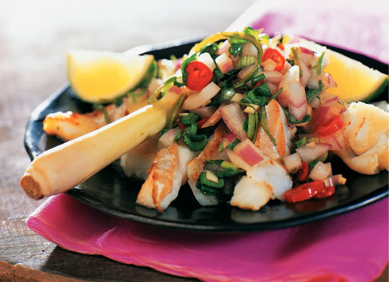 Reepjes kabeljauw met kruidige uienrelish