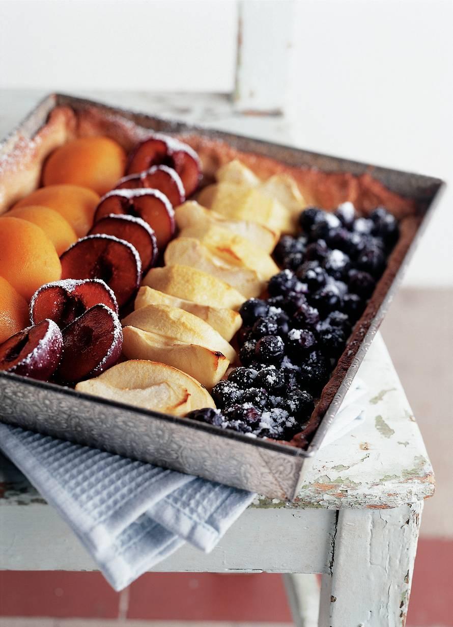 Open vruchtentaart met vier soorten fruit