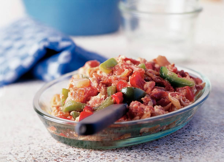 Piperade (gestoofde groenten met ei en rauwe ham)