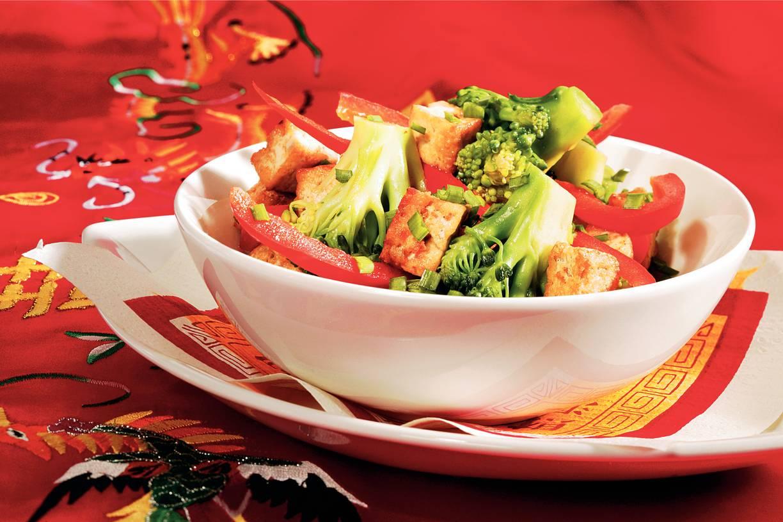 Roergebakken tofu met paprika en broccoli