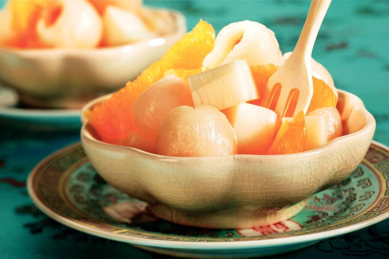 Amandelgelei met sinaasappel en lychees