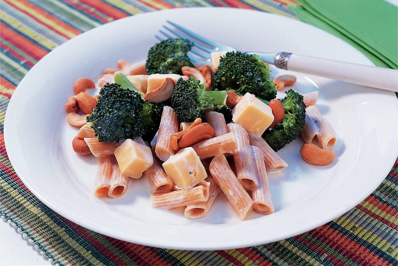 Romige penne-broccolischotel
