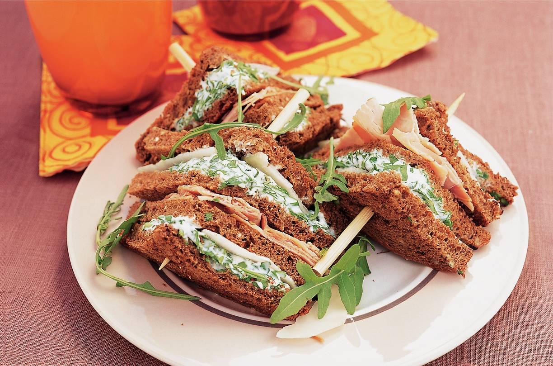 Pittige clubsandwich met koolrabi