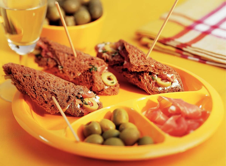 Sandwichrolletjes met citroenolijven