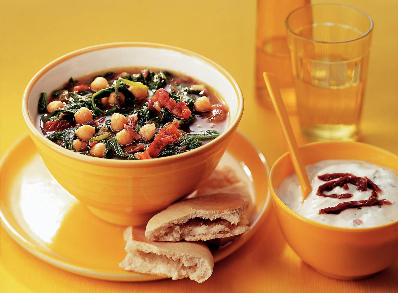 Kikkererwtensoep met spinazie en yoghurt