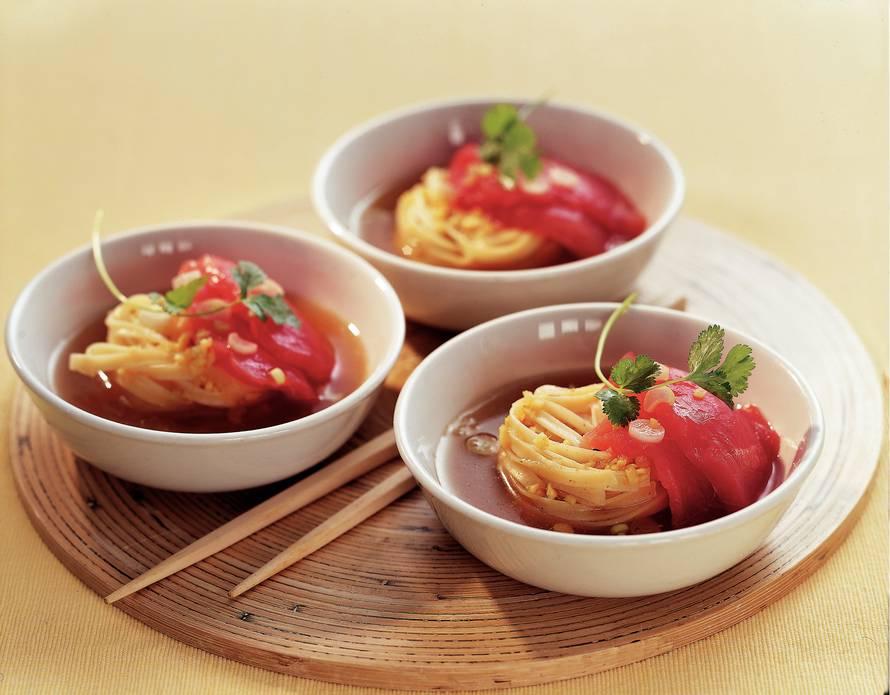 Pittige noedelsoep met tonijn