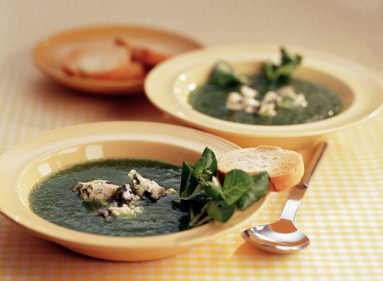 Koude komkommersoep met blauwaderkaas