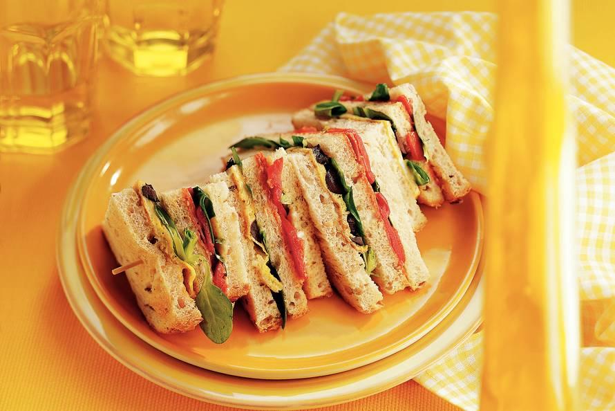 Spaanse clubsandwich met chorizo en omelet