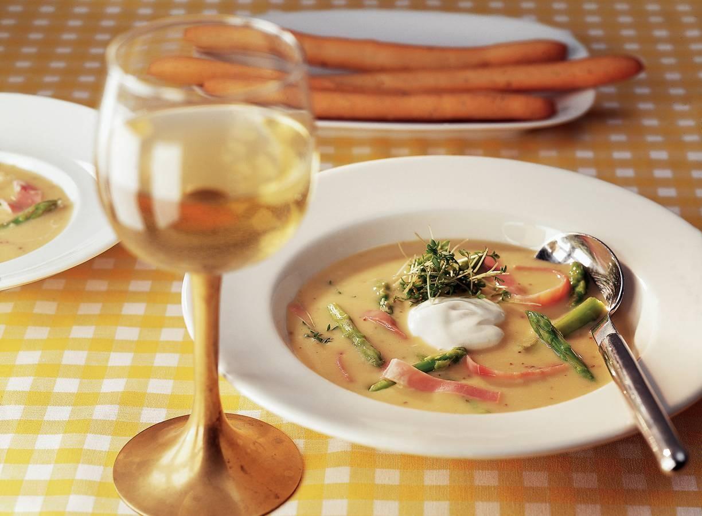 Mosterdsoep met asperges en ham