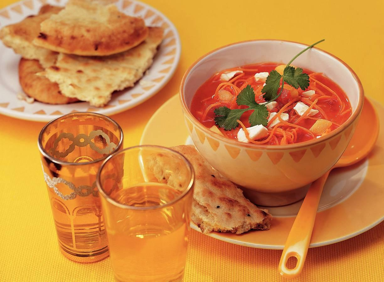 Indiase wortelsoep met koriander en kaas