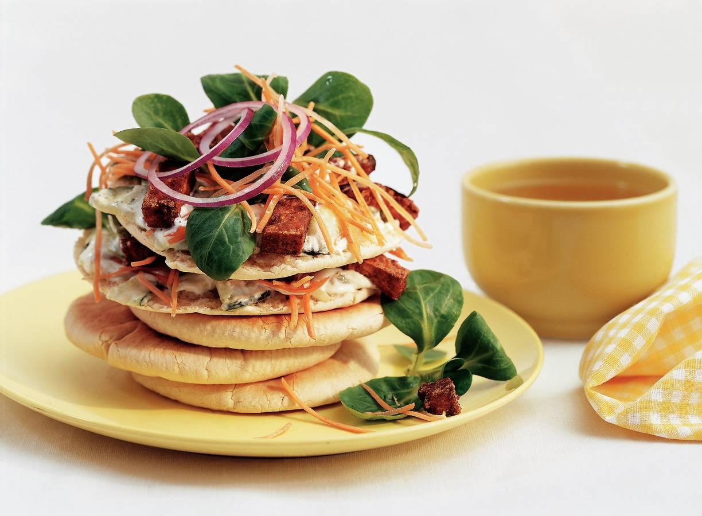 Pita-clubsandwich met tzatziki