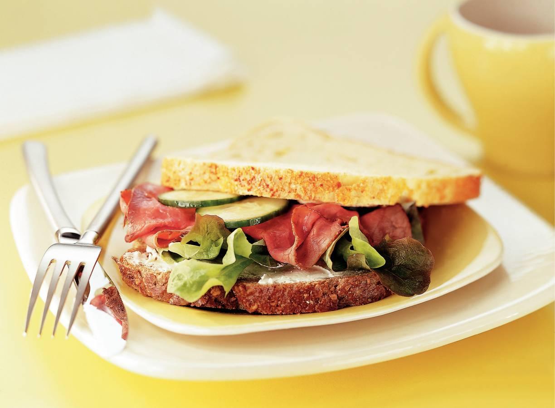 Sandwich rosbief met mierikswortelkaas