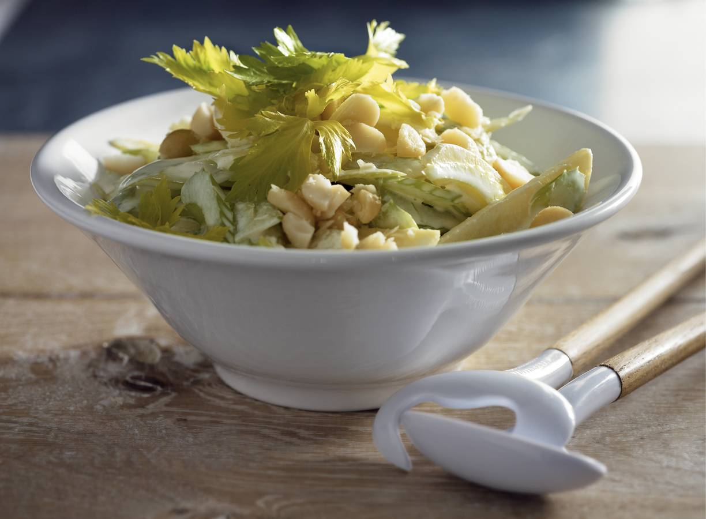 Salade van bleekselderij, appel en macadamianoten