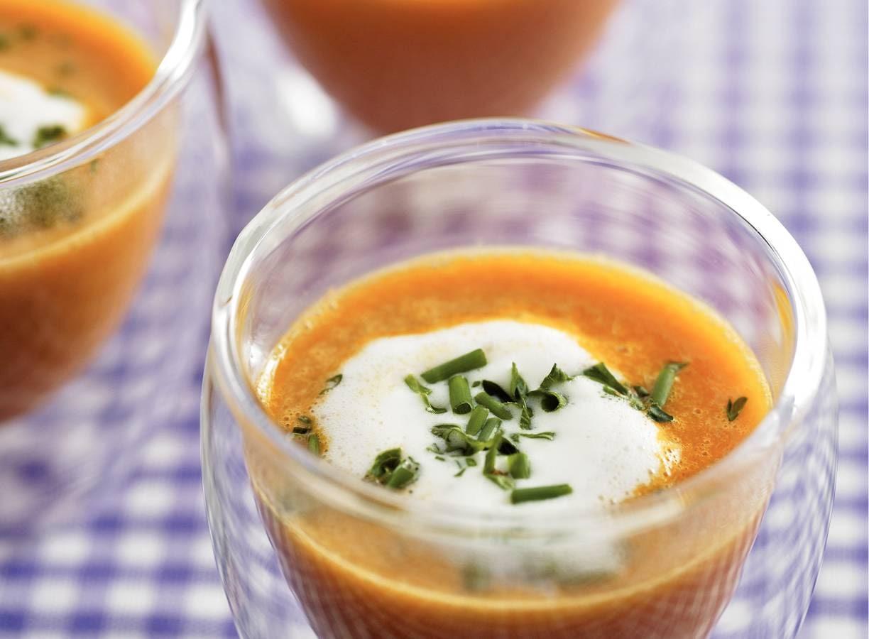 Tomatencappuccino met voorjaarskruiden