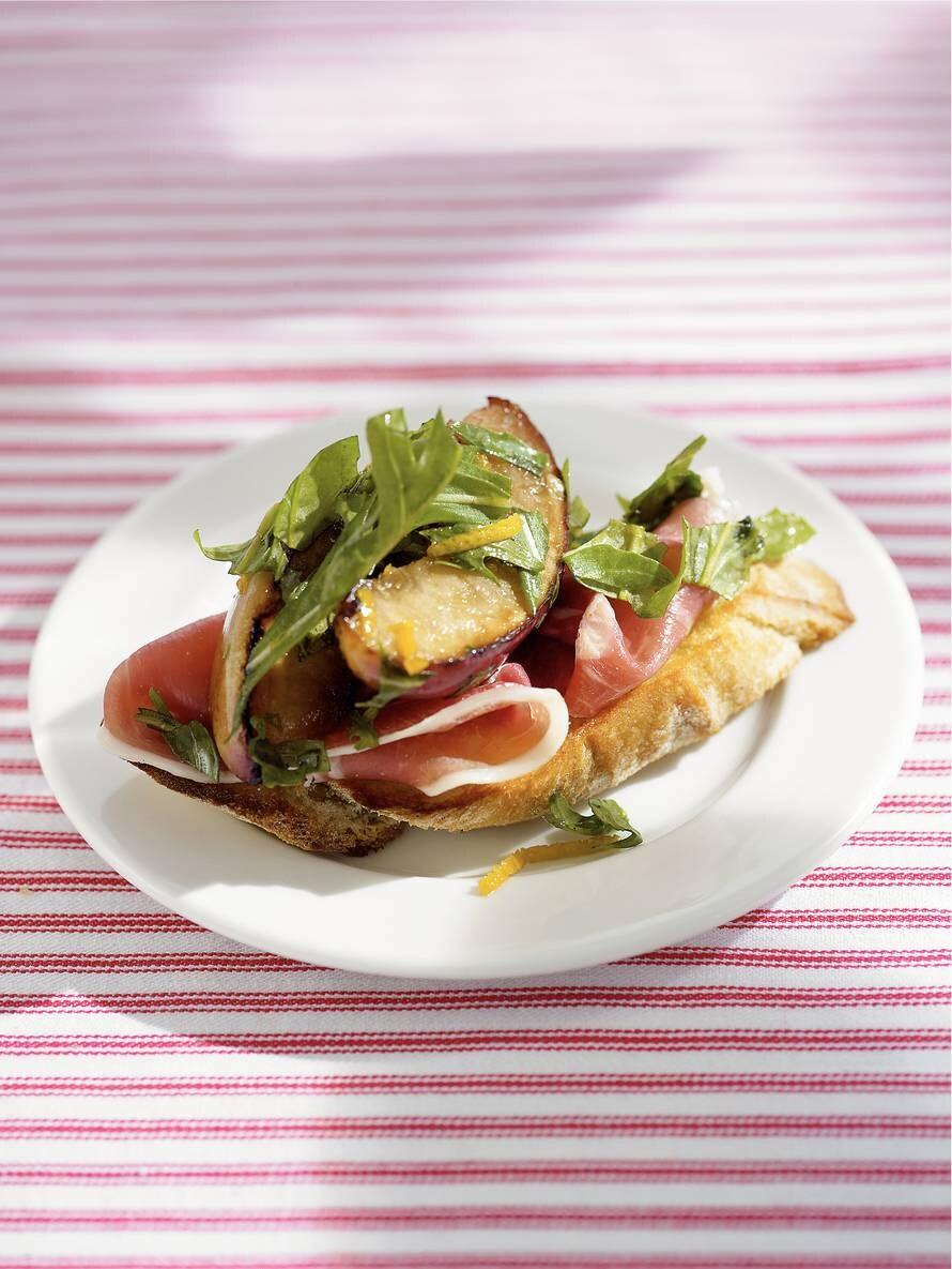 Crostini met gegrilde prei en pancetta