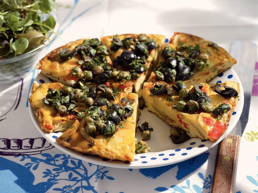 Tortilla met paprika, olijven en kappertjes
