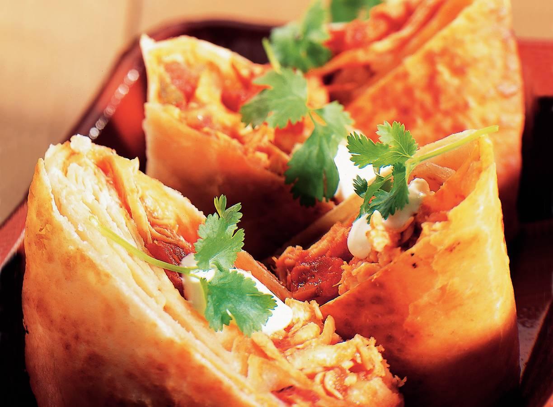 Bloemtortilla's gevuld met kip