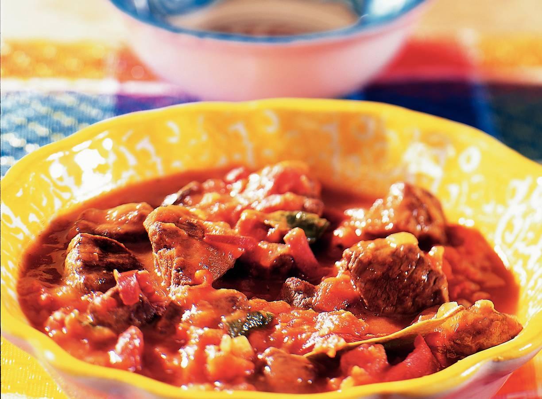 Mals rundvlees in pittige tomatensaus