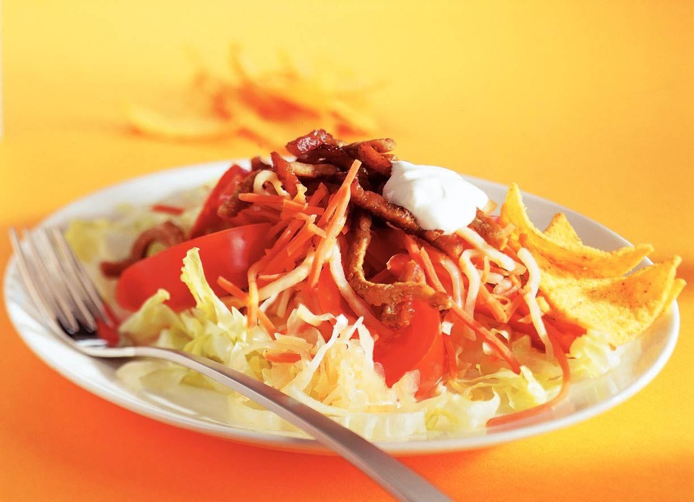 Gemengde salade met cajunreepjes