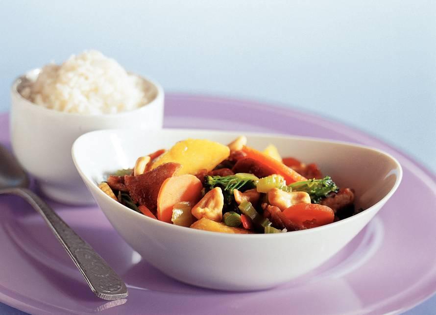 Wokschotel met perzik en rijst
