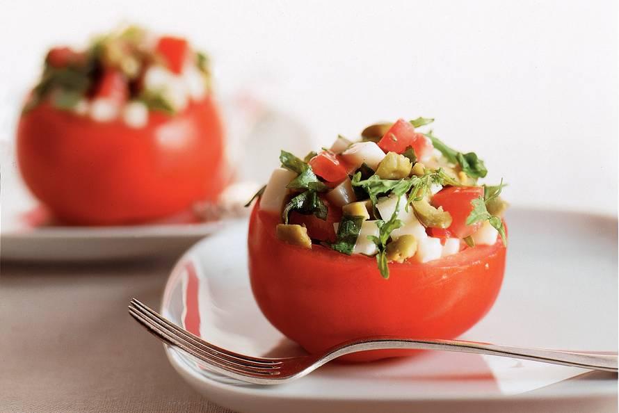 gevulde tomaten met geitenkaas - recept - allerhande - albert heijn