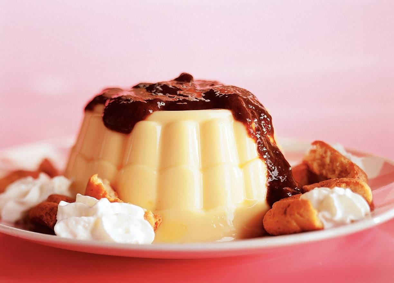 Pudding met pruimensaus