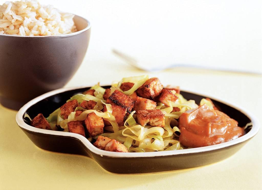 Tofu met spitskool en satésaus - Albert Heijn