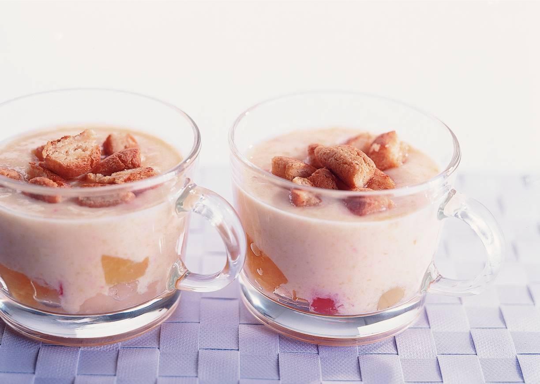 Fruityoghurt met bitterkoekjes