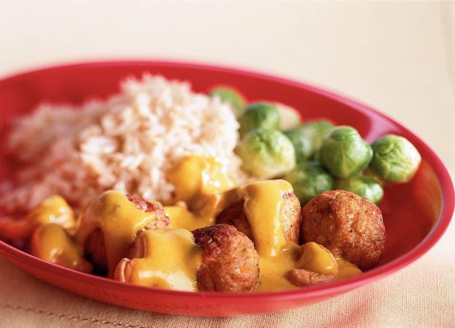 Groenteballetjes in kerrie-notensaus