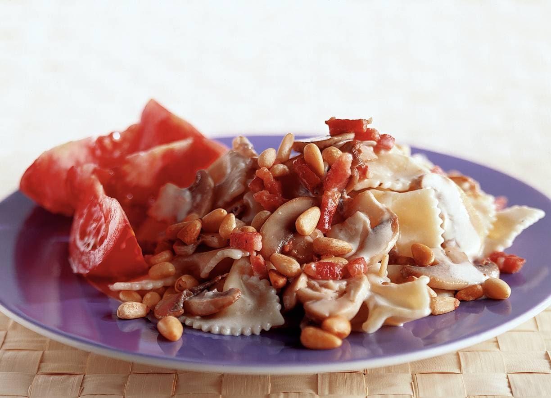 Pasta met champignons en pijnboompitten