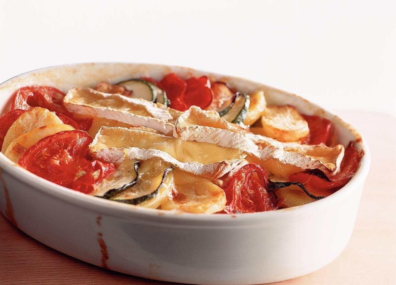 Camembert-aardappelschotel
