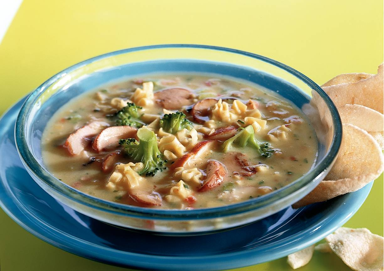 Noodlesoep met kip en broccoli