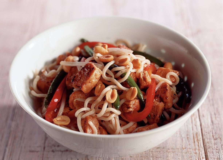 Noodles met zwarte pepersaus