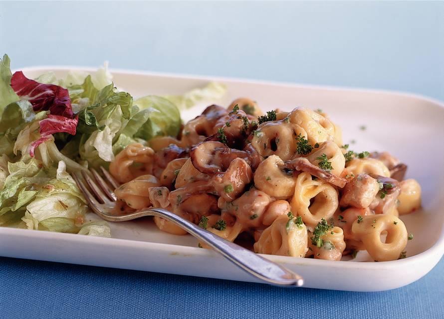 Tortellini met champignonsaus