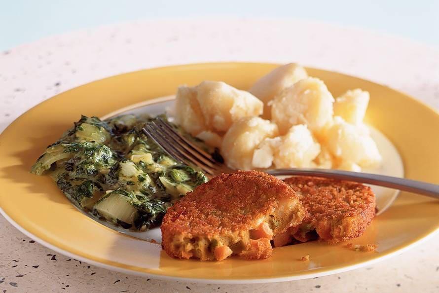 Andijvie met ui en groenteschnitzel