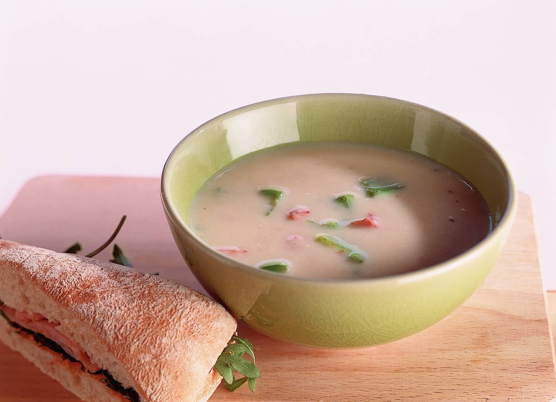 Paprika-champignonsoep met sandwich