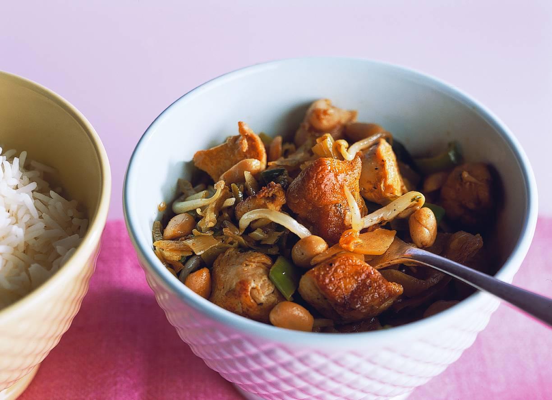 Rijst met oosters gekruide kip