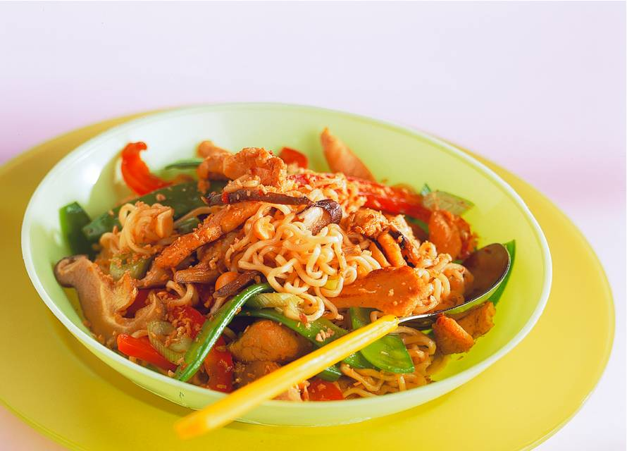 Chow mein met peultjes en kip