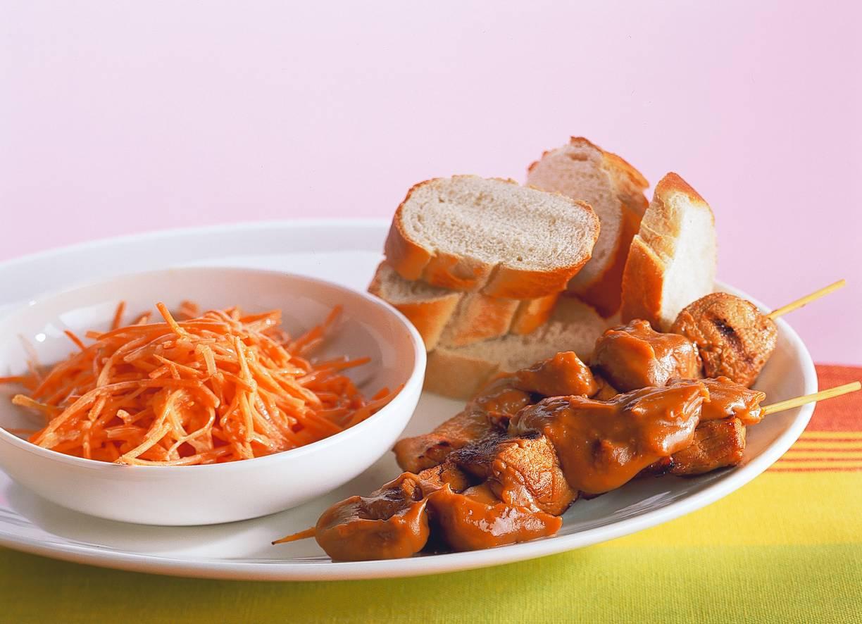 Varkenshaassaté met wortelsalade