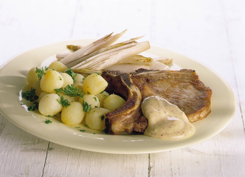 Karbonades met mosterdsaus en witlof