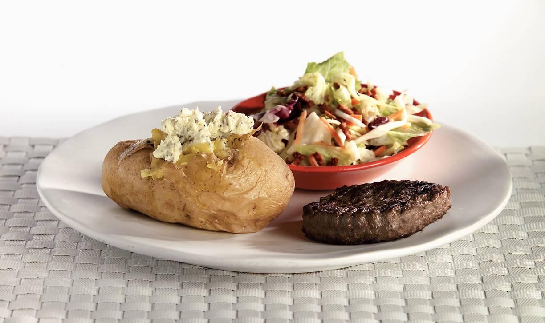 Gepofte aardappel met steak de boeuf