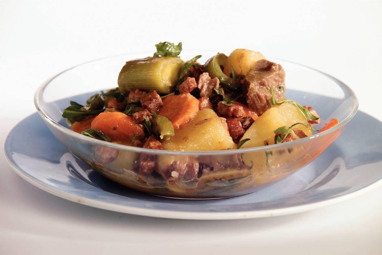 Aardappelstoofschotel met spek
