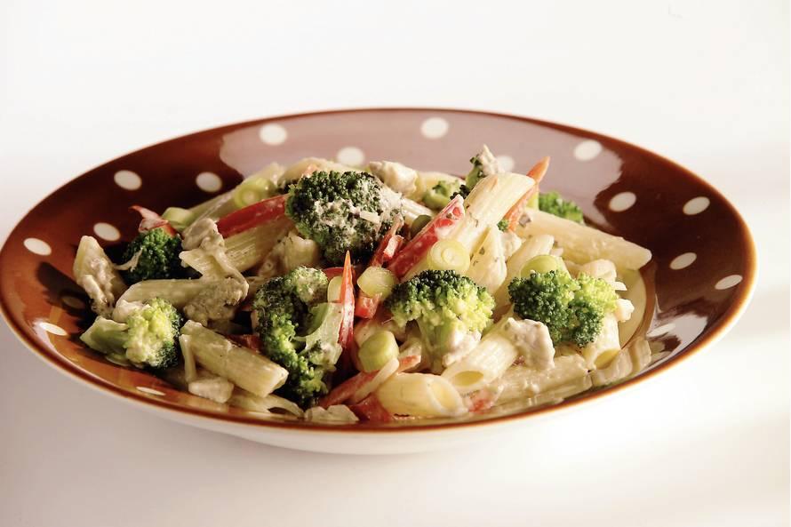 Lauwwarme pastasalade met kip