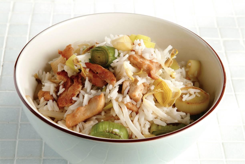 Rijstschotel met kip en prei