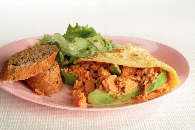 Omelet met zalm en avocado