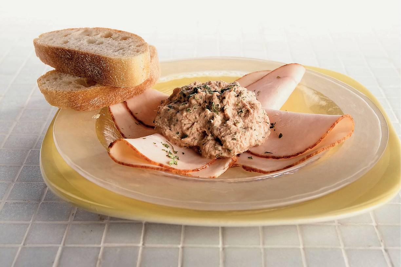 Kipfilet met kruidige tonijnmousse