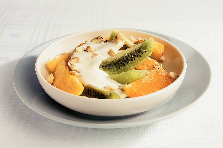 Fruitsalade met roomsaus